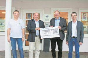 Lions Club Lübecker Bucht spendete 15.000 Euro an den Kinderschutzbund
